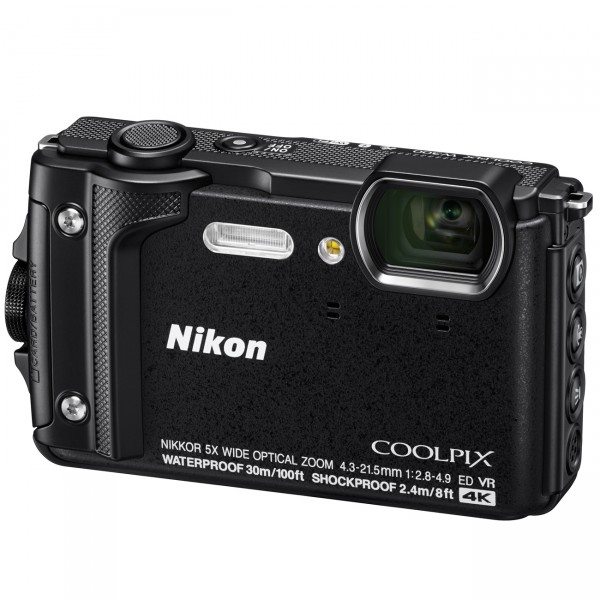 Nikon Coolpix W300, schwarz mit Rucksack
